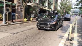 在匹兹堡路的Uber自驾驶的汽车驱动 股票视频