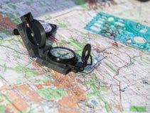 在区域的地图的指南针 免版税库存照片