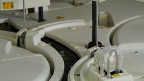 在医学和生物研究血液和脱氧核糖核酸分析的现代技术 股票录像