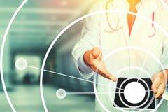 在医疗保健和医学的被增添的现实 使用片剂的测试的医生,结果和数据注册,耐心同意 皇族释放例证