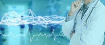 在医疗医学概念,与现代屏幕真正接口的象医疗网络连接的技术网络与导线mes 库存图片
