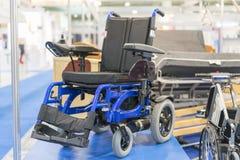 在医疗陈列的轮椅 有电动机的轮椅 免版税图库摄影