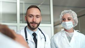 在医院医治并且护理参观的少妇 股票录像