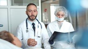 在医院医治并且护理参观的少妇 影视素材
