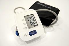 在医院桌上的高血压 免版税库存图片