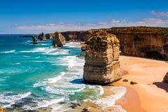 在十二位传道者海岸的白天视图由伟大的海洋Rd的 库存图片