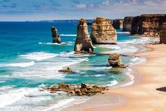 在十二位传道者海岸的白天视图由伟大的海洋Rd的 免版税库存图片