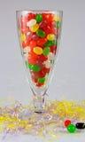 在十全利口酒杯的软心豆粒糖 免版税库存图片