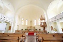 在十字架上钉死在福音派路德教会的大教堂里 库存图片
