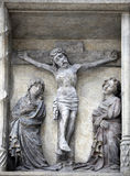 在十字架上钉死,在圣斯蒂芬` s大教堂的门面在维也纳 库存照片