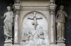 在十字架上钉死,在圣斯蒂芬` s大教堂的门面在维也纳 库存图片