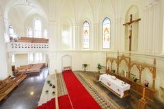 在十字架上钉死,壁画在福音派路德教会的大教堂里 库存照片