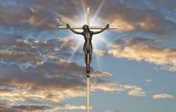 在十字架的耶稣基督激情 免版税库存照片