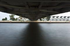 在升降吊桥下 图库摄影