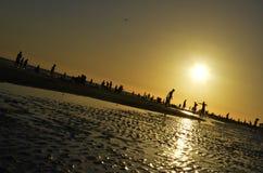 在午睡海滩的日落 免版税库存图片