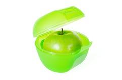 在午餐盒的绿色苹果 库存图片