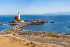 在半岛的灯塔由海洋 库存照片