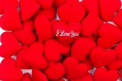 在华伦泰的堆红色心脏背景 文本的空间使用作为情人节背景, 免版税库存图片