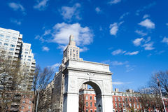 在华盛顿广场公园成拱形在NYC的格林威治村 免版税库存照片