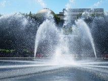在华盛顿特区的俏丽的喷泉在一个晴天 免版税库存照片