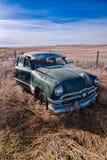 在华盛顿领域的老生锈的经典汽车 图库摄影