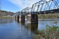 在华盛顿` s横穿国家公园的狭窄的桥梁 库存图片