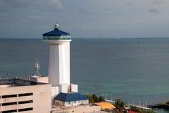 在华雷斯港坎昆墨西哥的灯塔 库存照片