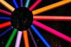 在单色附近的五颜六色的铅笔 库存图片
