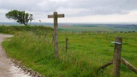 在南下来途中的Fingerpost与距离的布赖顿 库存照片