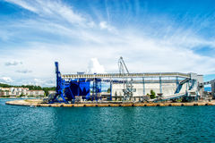 在南克罗地亚端起在口岸普洛切,最大的海港的基础设施 库存照片