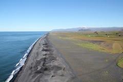 在南冰岛的火山的海滩。 库存图片