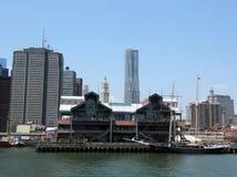 在南大街海口的码头17在更低的曼哈顿 免版税库存照片