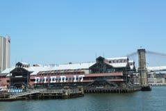 在南大街海口的码头17在更低的曼哈顿 免版税库存图片