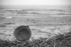 在南意大利污染的海滩 免版税图库摄影