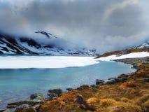 在南挪威的山的Lakeview 库存图片