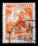 在南斯拉夫打印的邮票显示妇女对收获向日葵 图库摄影