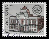 在南斯拉夫打印的邮票显示萨拉热窝大学的第30周年  免版税图库摄影