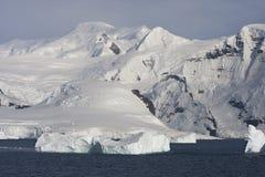 在南极半岛的山 库存图片
