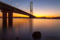 在南桥梁附近的日落 图库摄影