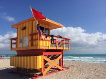 在南海滩的救生员驻地 免版税库存图片