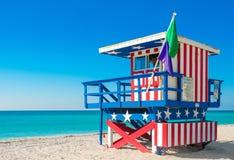 在南海滩,迈阿密海滩的救生员塔 免版税库存照片