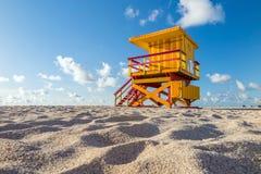 在南海滩,迈阿密海滩,佛罗里达的救生员塔 免版税库存照片