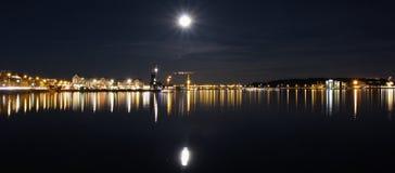 在南港口的满月在LuleÃ¥ 图库摄影