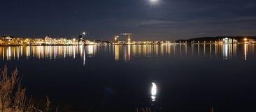 在南港口的满月在LuleÃ¥ 免版税库存图片