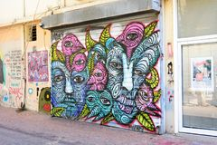 在南特拉维夫熟悉内情的街道的街道画艺术  库存照片
