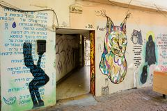 在南特拉维夫熟悉内情的街道的街道画艺术  图库摄影