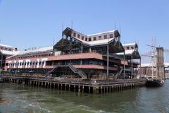 在南街道海口的码头17在更低的曼哈顿 免版税库存图片