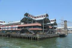 在南街道海口的码头17在更低的曼哈顿 免版税库存照片