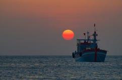 在南部中国人海上的日落 免版税库存图片