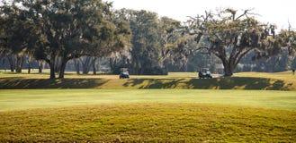 在南部的路线的两辆高尔夫车 库存图片